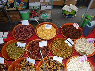 Markedsdag ved olivenhandler